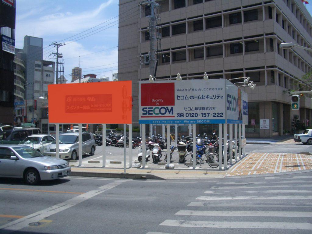 御成橋駐車場(川沿)1